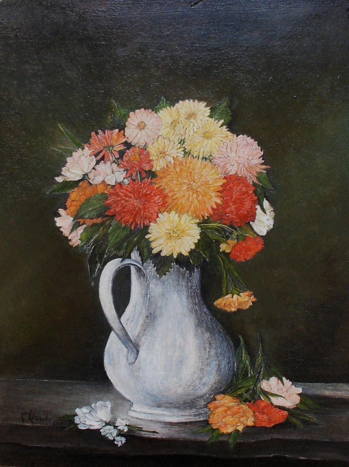 Brocca bianca con fiori